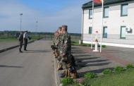 Kabelių užkardos pasieniečiai surado miške netoli Baltarusijos sienos pasiklydusią uogautoją