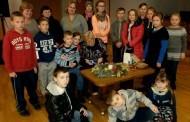 Vaikai mokėsi pinti advento vainiką