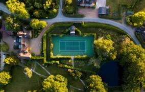 Kodėl verta savo namų kieme įsirengti teniso kortus?