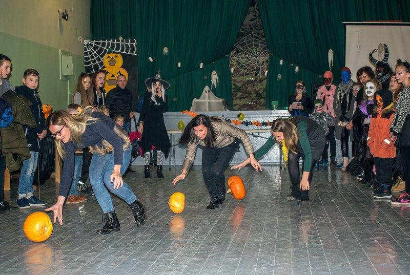 Helovinas Luksnėnuose: įspūdingos kaukės, žaidimai ir gardi moliūgienė