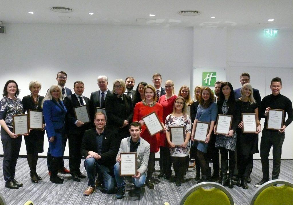 Pagerbtos draugiškos jaunimui savivaldybės ir verslo įmonės