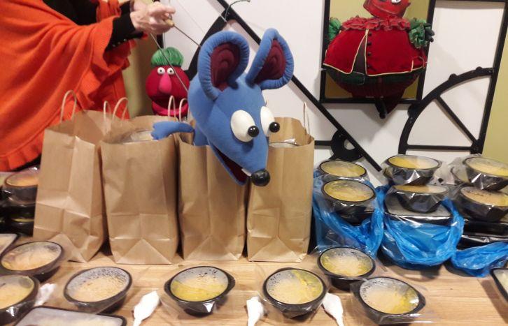 Kaip vienos įmonės pietūs menininkams tapo atrama veikti maitinimo įstaigai ir keliolikai smulkiųjų tiekėjų